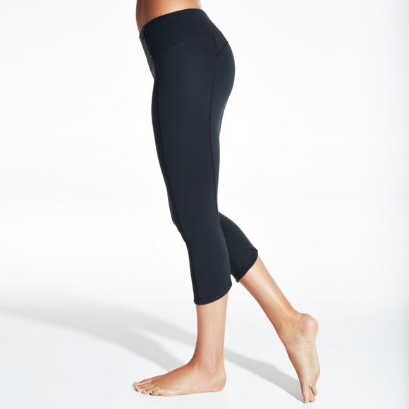 CALIA by Carrie Underwood Pants - Calia Essential Crossover Fitted Capris